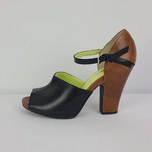 Seychelles Black & Brown Leather Heels Size 9